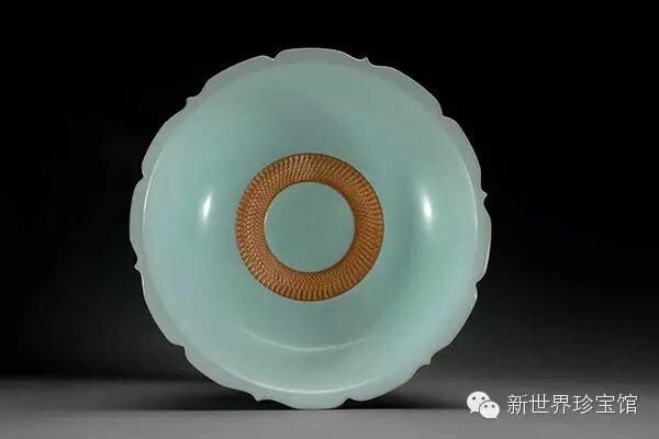万博manbetx官网主页 《菊花果盘》 韩琴作品